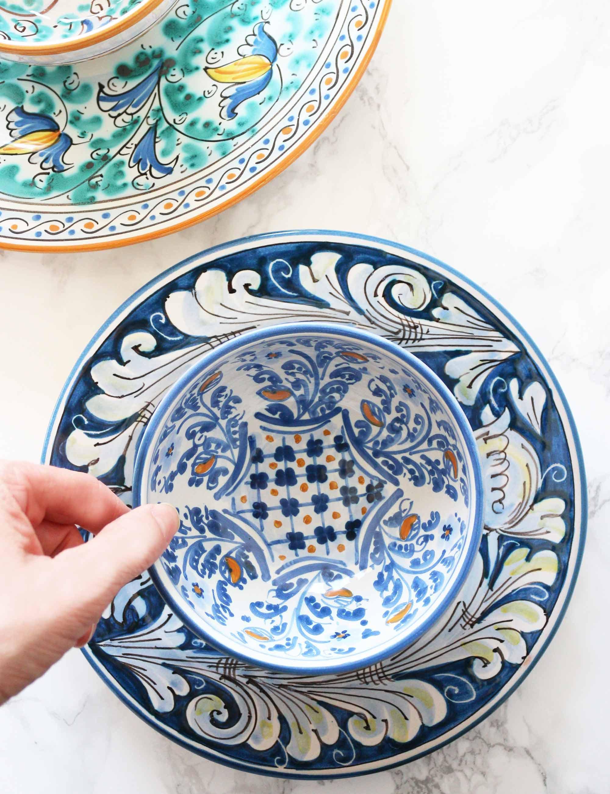 Coppa in ceramica siciliana decorata di Caltagirone