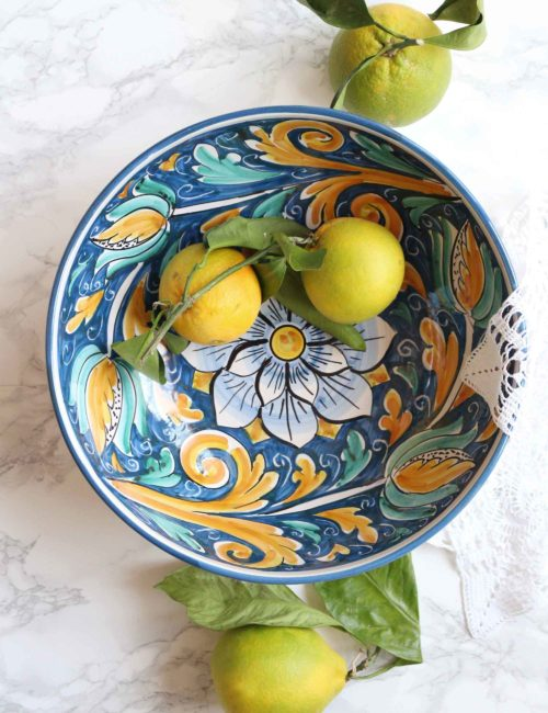 Insalatiera in ceramica siciliana decorata di Caltagirone