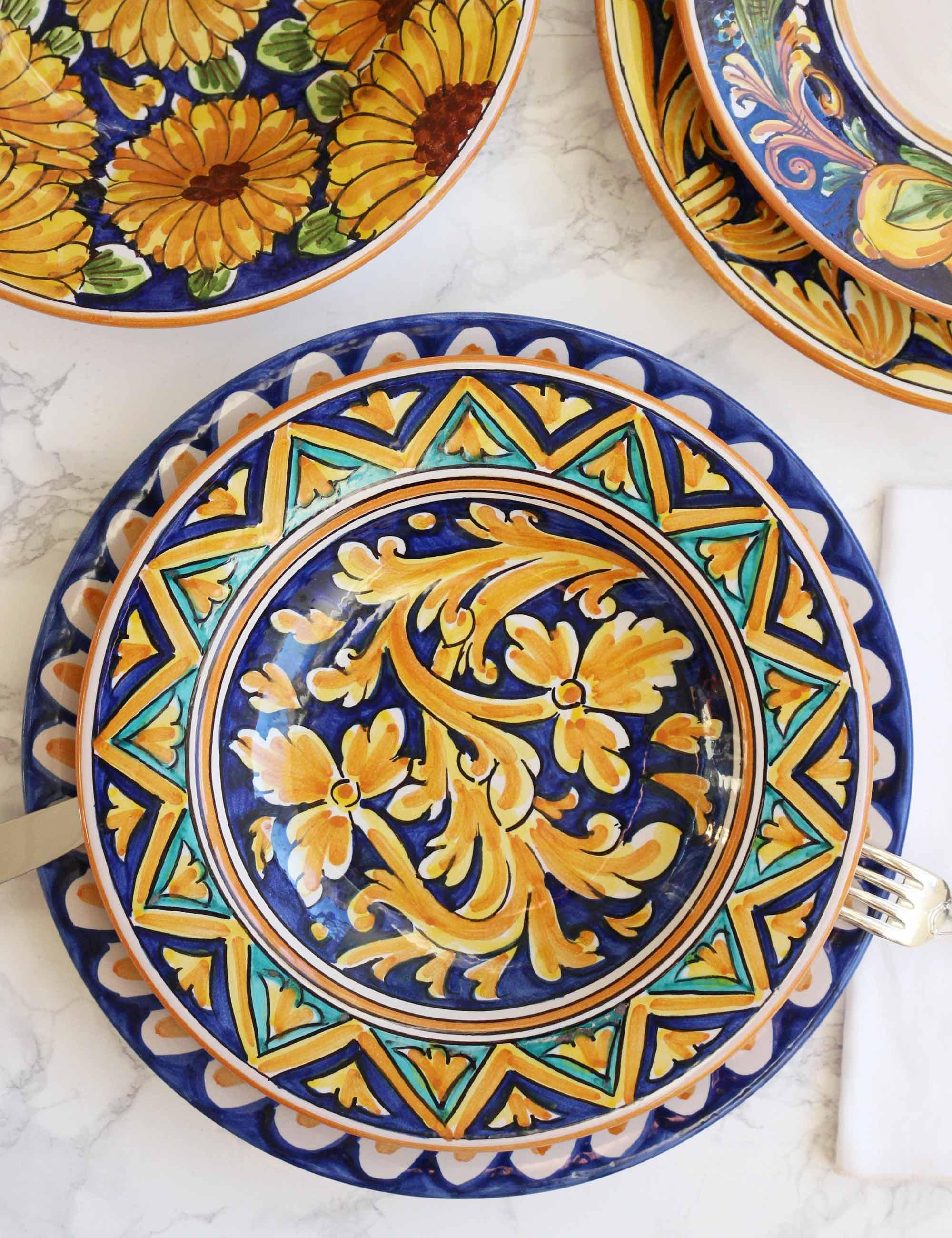 Piatto fondo in ceramica siciliana decorata di Caltagirone