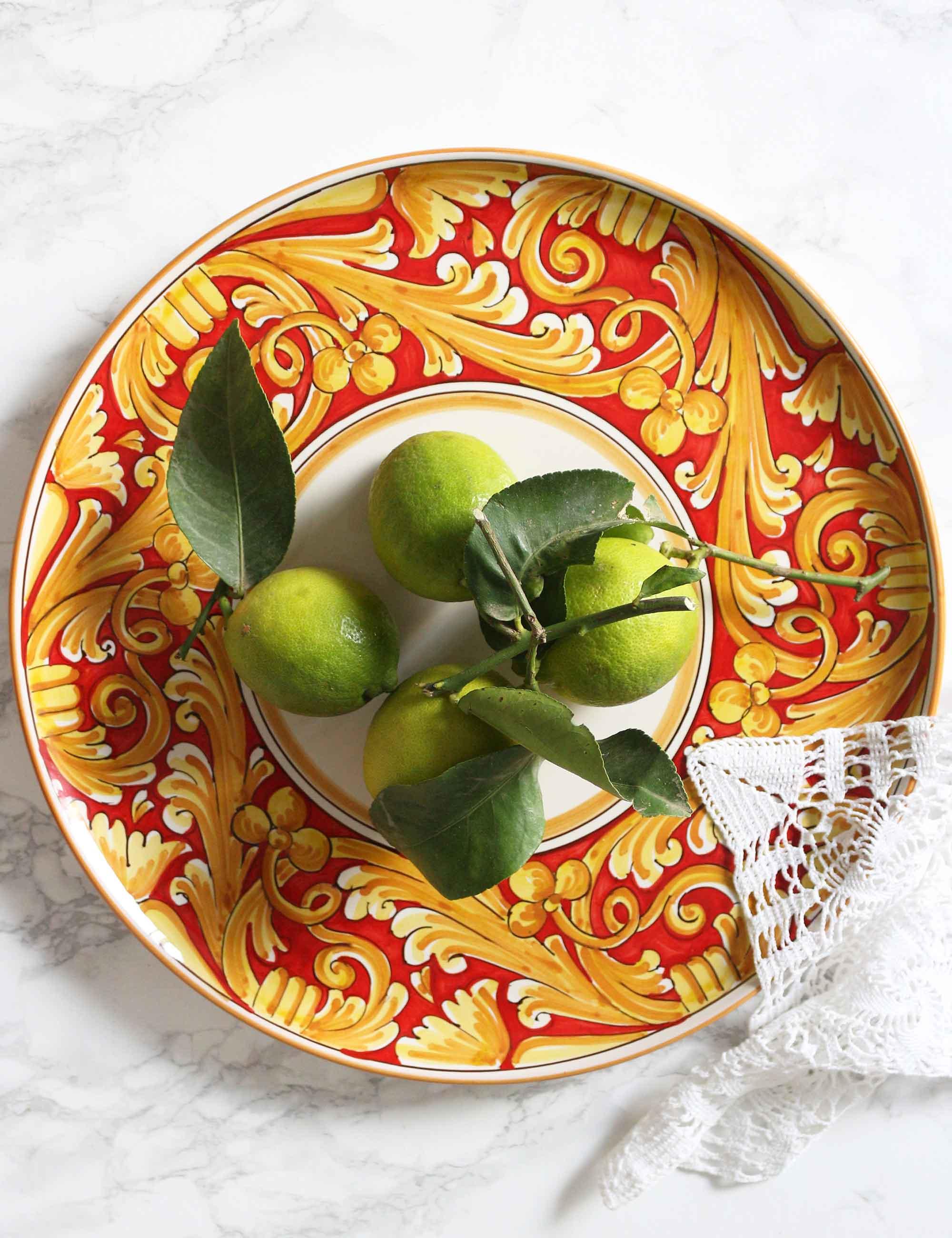 Piatto da portata rotondo in ceramica decorata siciliana