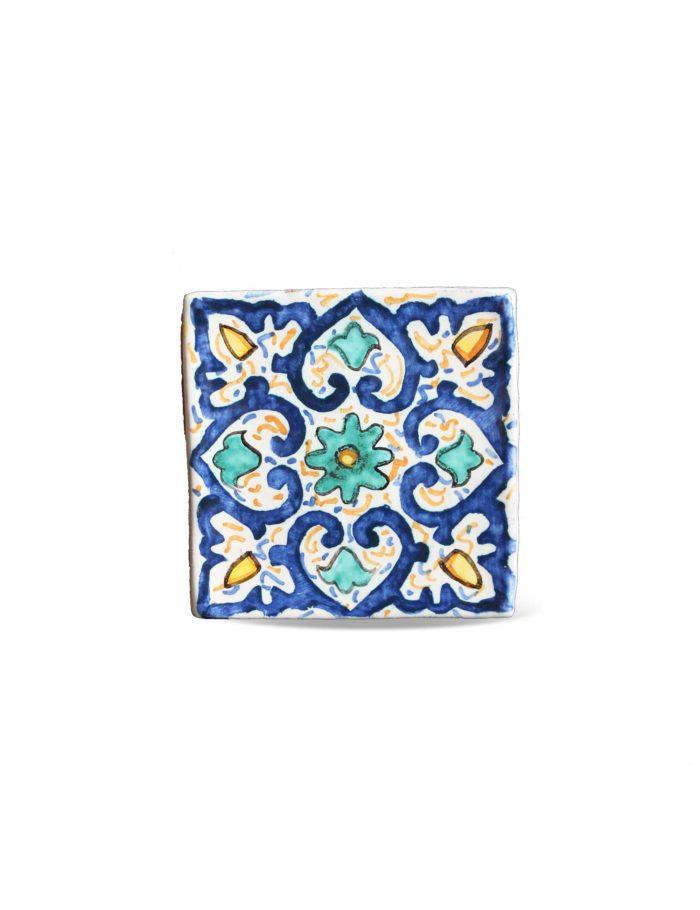 Maioliche in ceramica siciliana decorata di Caltagirone