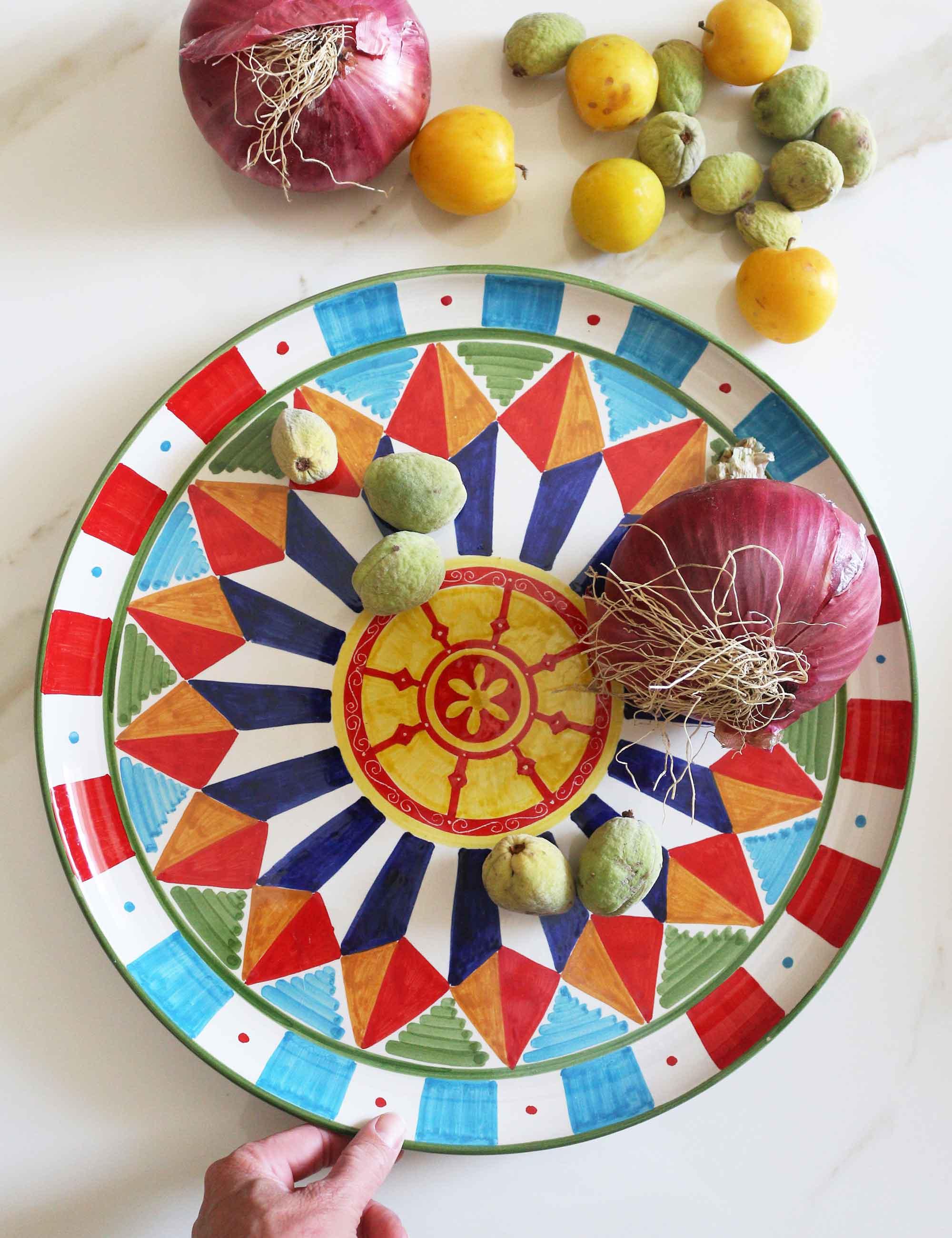 Piatto da portata in ceramica decorata di Caltagirone-carretto Vinaloru