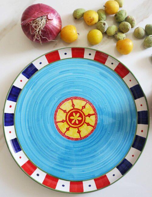 Piatto da portata in ceramica decorata di Caltagirone-carretto azzurro