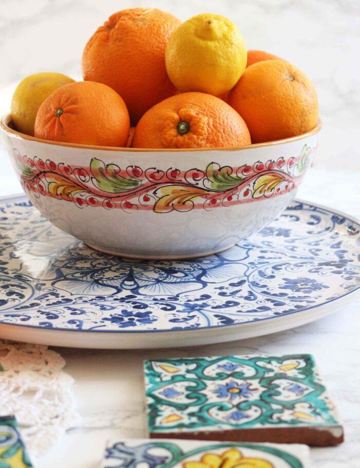 Insalatiera in ceramica decorata di Caltagirone