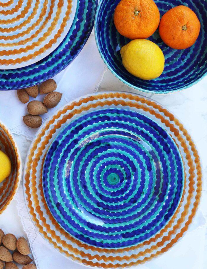 Piatti in ceramica decorata siciliana blu mare e arancio