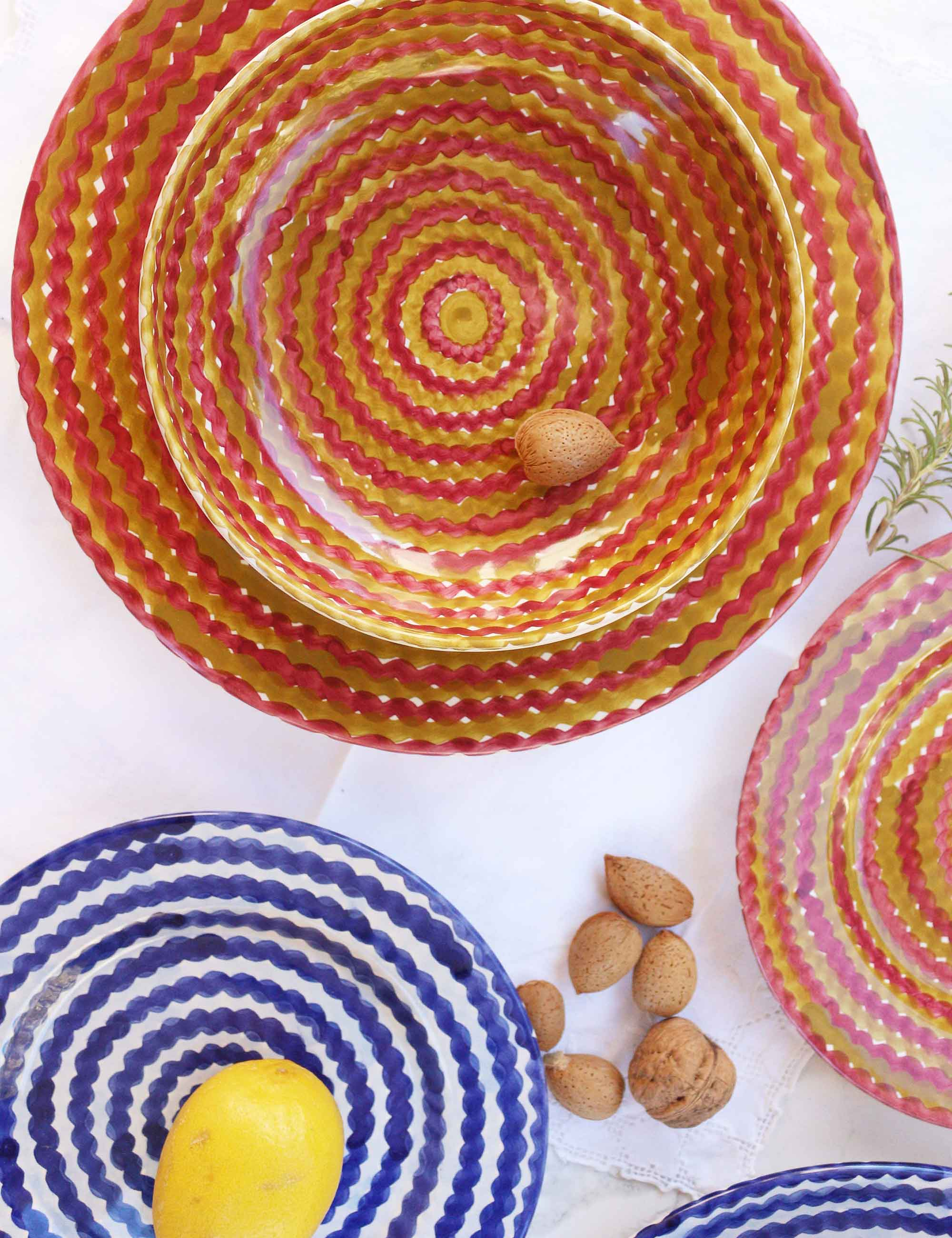 Piatti in ceramica decorata siciliana blu profondo e terra bruciata