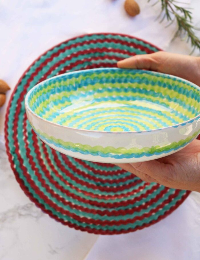 Piatti in ceramica decorata siciliana verde brillante e gelsi