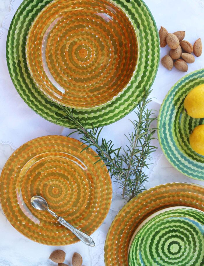 Piatti in ceramica decorata siciliana verde campo e ocra
