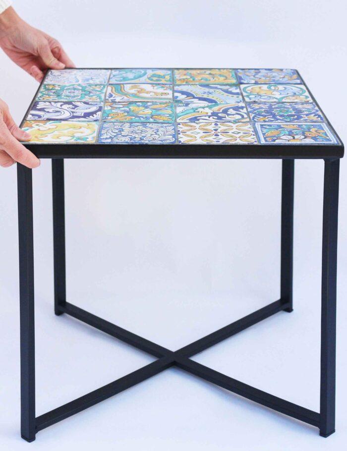 Tavolino con maioliche siciliane decorate 40X40 cm