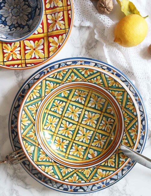 Piatto fondo in ceramica siciliana artigianale decorata